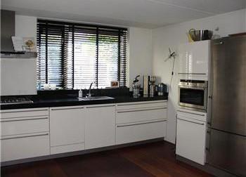 Systemat Hacker keukens, in hoogglans wit of hoogglans magnolia.