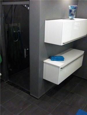 Kleine Badkamer Pinterest ~ Moderne badkamer met gestukadoorde muren en tegels