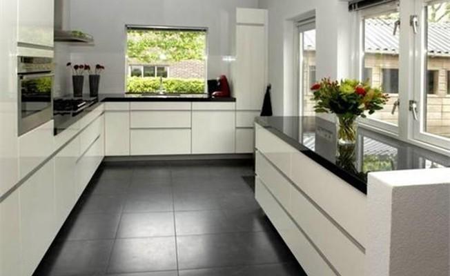Vaak Ennovy witte hoogglans keuken uit de showroom en geplaatst bij de @UB37